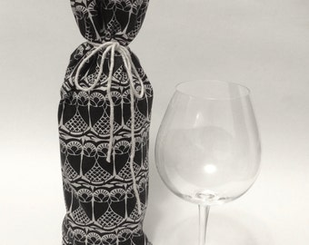 Wine Gift Bag - Black and White Fabric Wine Bag - Wine Holder - Hostess Gift - Housewarming Gift - Wedding Gift