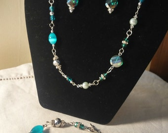 Green bead set with magnetic clasp