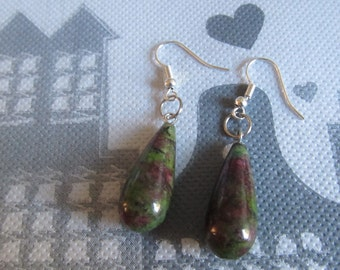 earrings with Teardrop gemstone