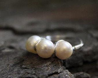 Beautiful Sterling Silver 3-pearl (white) ring