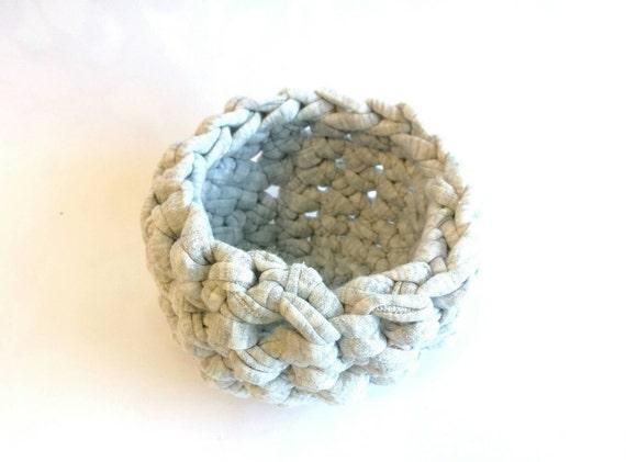 Crocheted basket (cotton thread)