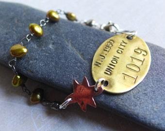 Vintage Union City 1950 New Jersey Tag Bracelet,  1019 Brass Luggage Locker Tag, Retro Assemblage, Olive Green Freshwater Pearl Bracelet