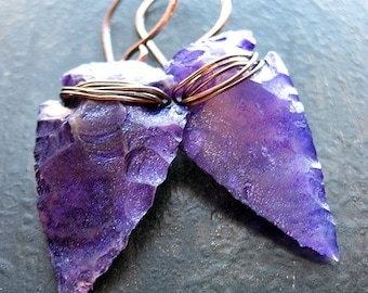 Hand Knapped Patina Agate Arrowhead Earrings in Violet Shimmer