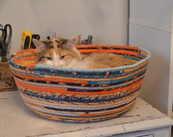 Cuddly cat snuggle bed - Orange and blue