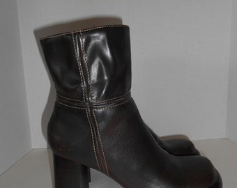 SALE Chunky Heel platform boots brown pleather fake leather  size 9.5 US    womens women ladies