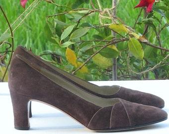 Sz 8AA FERRAGAMO Shoes Deep Brown Stack Heel Suede Pumps 70s Saks Fifth Avenue