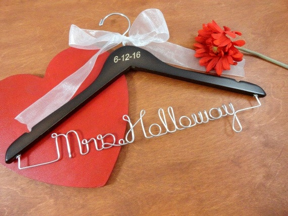 Engraved wire name hanger last name hangers brides coat for Personalized wire wedding dress hanger