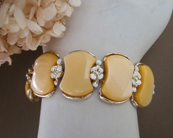Vintage Lucite Bracelet with Flowers signed BSK