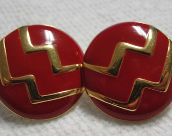 Round Gold Tone Zig Zag on Red Pierced Earrings