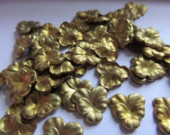 Vintage Brass Pansy Flower Findings Cabs (no hole)(16)