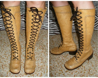 70s lace up leather boots, distressed leather ladies boots, chunky heel. Size 9, caramel tea stain earthy shade leather hippie rocker boots.