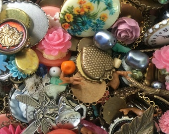 Vintage Jewelry Supplies Mix - Bead Mix - Assorted Brass Ox Charms