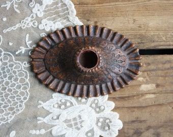 vintage syroco wood candleholder