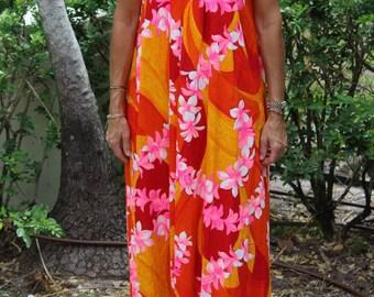 VINTAGE floral Hawaiian dress/mu muu/luau. 1960s Hawaii.  The Sample Shop.  Waikiki, Hawaii.  Bright floral caftan, dress, gown