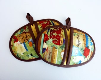 Kitchen Scene, Cooking Terms, Pot Pinchers, Pot Holders- Set of 2