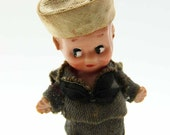 Miniature Celluloid Kewpie Doll 1930s Schildkröt Doll Dressed in Sailors Suit Hand Painted Features