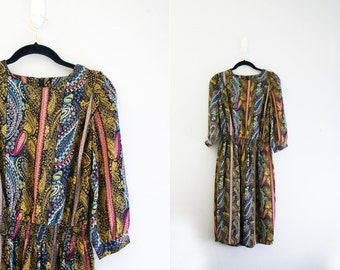 vintage 80s Pink & Navy Blue Fabulous Paisley Print Polyester Ladies Dress - S M