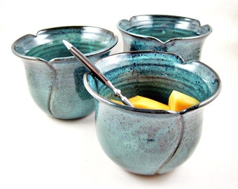 Pottery bowl set, serving bowls, teal blue tulip shaped bowls, wedding gift - In stock