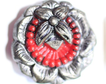Button ~ Glass Red Realistic Wreath with Original Paint - Medium