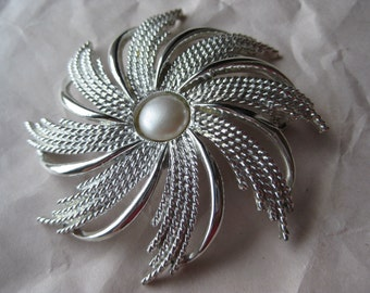 Flower Silver Pearl Brooch Sarah Coventry Vintage Pin