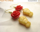 Whooo's your valentine ... gold glass owls with bright red blooming roses