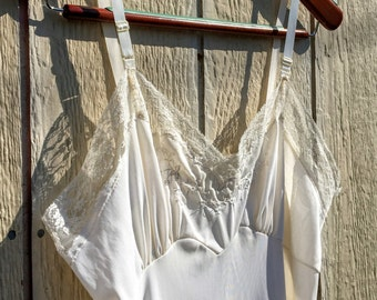 Vintage 1970s 70s Ivory Lace Bordered Dress Slip 1970's 70's M L