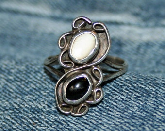 Onyx Mother of Pearl Vintage Native American Style Ring Silver Unmarked Size 6