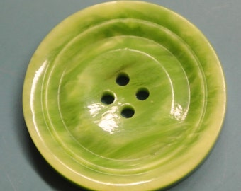 Lot of 6 vintage 1950s unused slightly swirled light limegreen buttons for your sewing/decoration prodjects