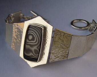 Argentium Silver link Bracelet with Psilomolene Cabochon