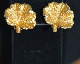 On sale Pretty Vintage Brushed Gold tone Leaf Clip Earrings