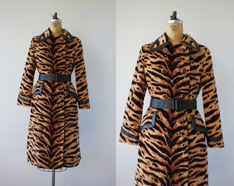 vintage 1960s coat / 60s Tiger Print Trench Coat / Belted Coat / Faux Fur / SZ M L