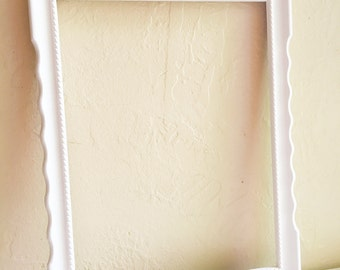 Beautiful Curvy White Wood Picture Frame 9 x 12 Wall Hanging Rare