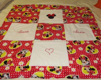 New handmade minnie mouse toddler quilt