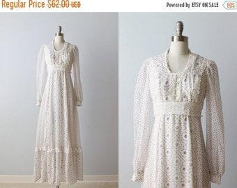 SALE Vintage 1970s Gunne Sax Prairie Dress / Purple Floral Print/ Cotton Dress / Peasant Festival Dress / Long Sleeves / Empire Waist