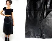 80s high waist / leather midi skirt / back snaps / black / medium