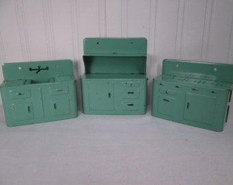 """Vintage Doll House Furniture - Metal Kitchen Set with Cupboard, Sink & Stove - Marx 1940 - Small 1"""" Scale"""