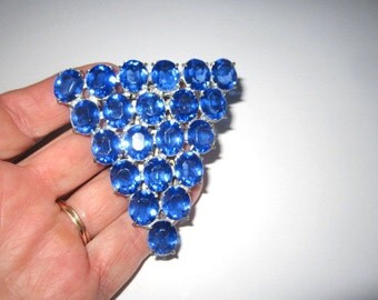 Vintage Art Deco Beautiful Blue Large Faceted Glass Pyramid Dress Clip Brooch