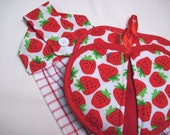Hanging towel hot pad gift set button top Strawberries 2 potholders