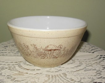 Small vintage Pyrex bowl - #401 - Forest Fancies Pattern
