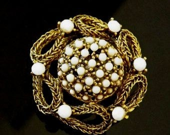 Vintage Brooch, White Brooch, White Milkglass, Milk Glass Jewelry, Ornate Costume Jewelry, Accessories, White Jewelry, Milkglass Jewelry