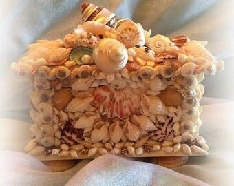 Meet me in Tahiti Seashell Box