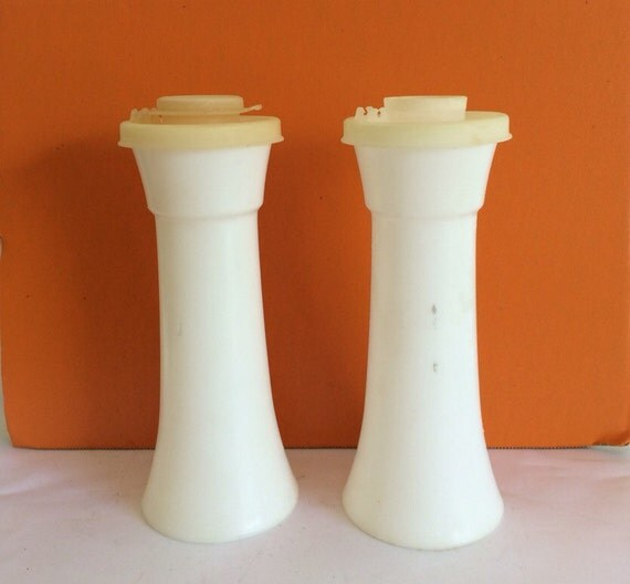 Vintage tupperware mini hour glass salt and pepper shakers for Vintage tupperware salt and pepper shakers