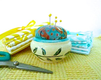 PINCUSHION, PIN holder, needle holder, sewing organizer, ,free pendant with each order