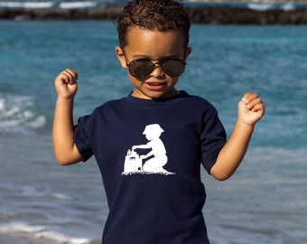 Sandcastles Short Sleeved Nostalgic Graphic Tee in Navy with White