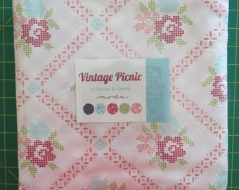 Vintage Picnic Bonnie & Camille  Layer Cake Moda  42 10 inch squares last one