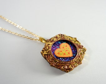 Gold-Tone Vintage Style Round Cameo Frame Iridescent Glitter Pizza Necklace