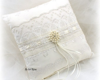 Wedding Ring Pillow, Ivory, Cream, Embroidered Pillow, Cotton Pillow, Vintage Wedding, Shabby Chic, Brooch Pillow, Elegant, Pearls