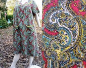 30% OFF Plus Size 70s Dress/ 70s Lounge Dress/ 70s Mu Mu/ Vintage Dress in Paisley with Yellow Trim Size Up to XXL