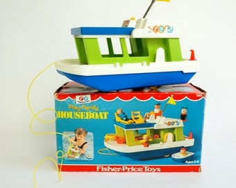 Fisher Price Play Family Houseboat in Box 70s Sans Little People and Accessories / Vintage Sound-Action, Role Playing Miniature Toy