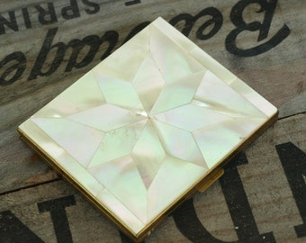 SHIPPING INCLUDED - Vintage, Art Deco Looking, Mother of Pearl, Pocket Mirror, Compact, Lovely Piece